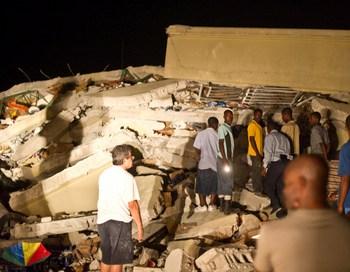 161 130110 Zemletr - На Гаити сотни людей стали жертвами землетрясения