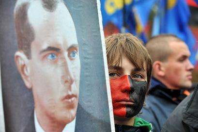 Польша и Россия выразили недовольство по поводу возвеличивания Степана Бендеры в Украине