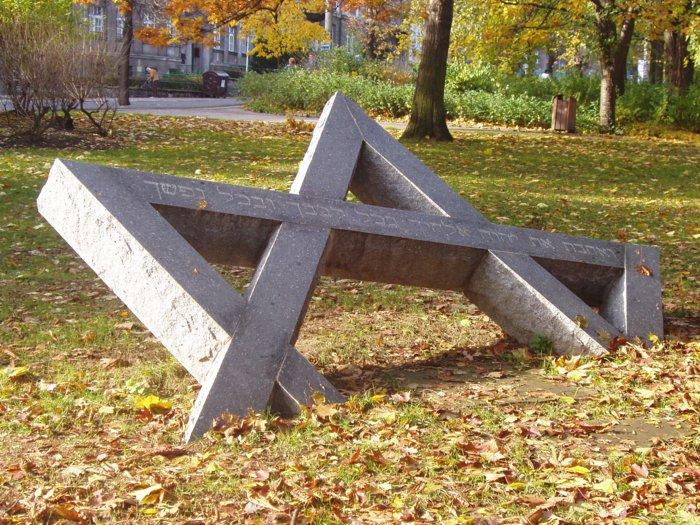 Германия выплатит пожизненные компенсации жертвам Холокоста