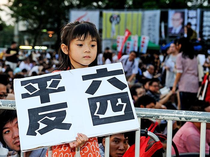 161 June 4 Tiananmen 01 - Фоторепортаж об акции с зажжёнными свечами в Гонконге памяти событий «4 июня»