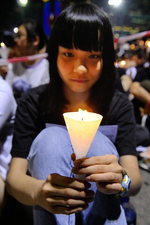 161 June 4 Tiananmen 02 - Фоторепортаж об акции с зажжёнными свечами в Гонконге памяти событий «4 июня»