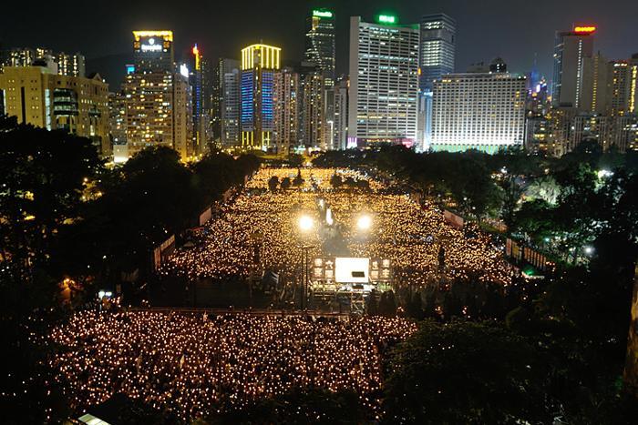 161 June 4 Tiananmen 07 - Фоторепортаж об акции с зажжёнными свечами в Гонконге памяти событий «4 июня»