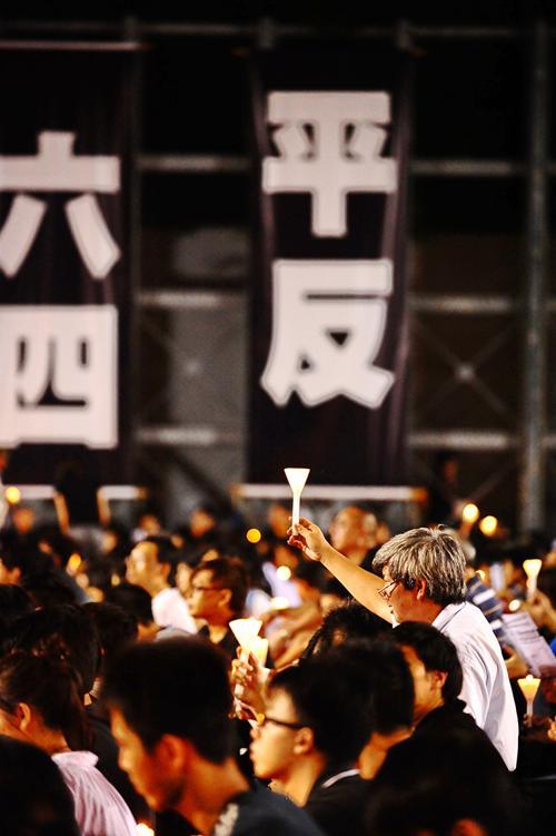 161 June 4 Tiananmen 09 - Фоторепортаж об акции с зажжёнными свечами в Гонконге памяти событий «4 июня»