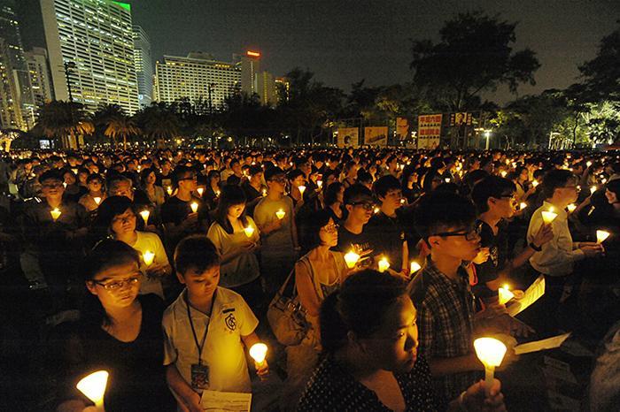 161 June 4 Tiananmen 10 - Фоторепортаж об акции с зажжёнными свечами в Гонконге памяти событий «4 июня»