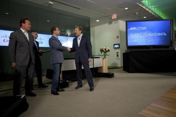 Дмитрий Медведев встретился в США со Шварценеггером. Фоторепортаж