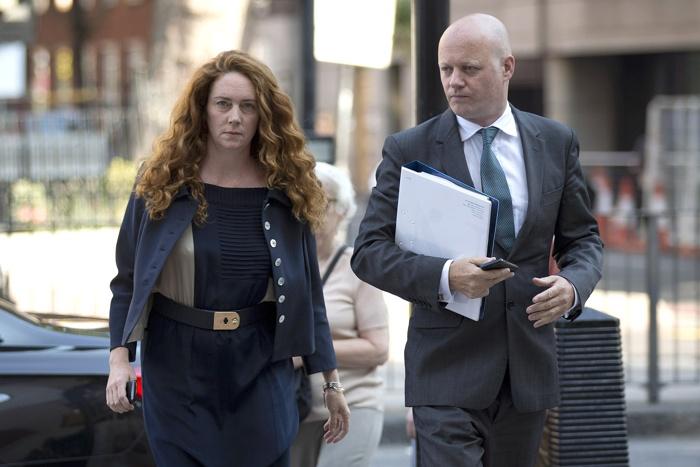 Бывший исполнительный директор News International Ребекка Брукс предстала перед судом