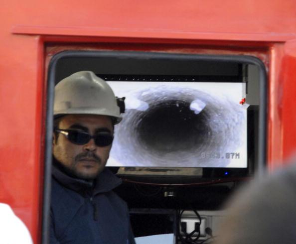 161 scil11 - Шахтёры в Чили, замурованные на глубине 700 метров, прислали видео о себе