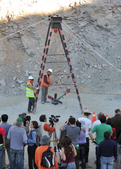 161 scil14 - Шахтёры в Чили, замурованные на глубине 700 метров, прислали видео о себе