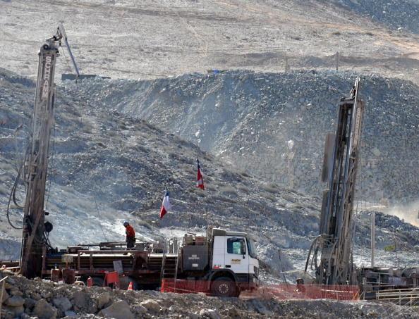 161 scil8 - Шахтёры в Чили, замурованные на глубине 700 метров, прислали видео о себе