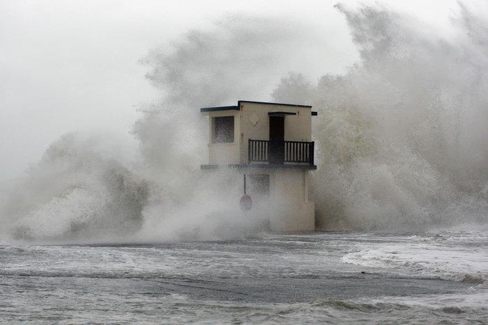 Сильная буря пронеслась по территории южной Португалии