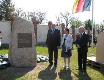 173 26 04 10 gdr kollekt - В Германии открыт памятник жертвам коллективизации