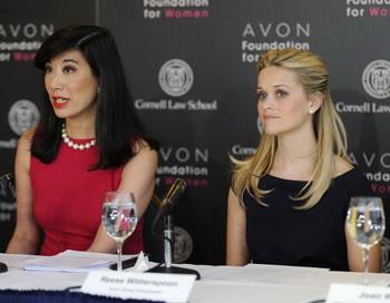 Топ-менеджеров Avon заподозрили во взяточничестве