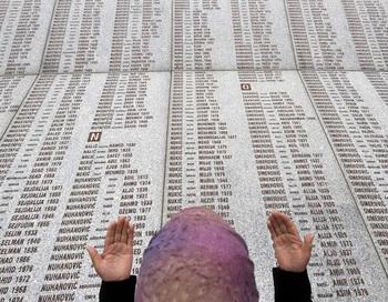 Сербия извинилась за убийства мусульман в Сребренице
