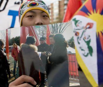 179 25 01 2011foto1 - Фотография, показывающая выплату вознаграждений встречающим Председателя Ху