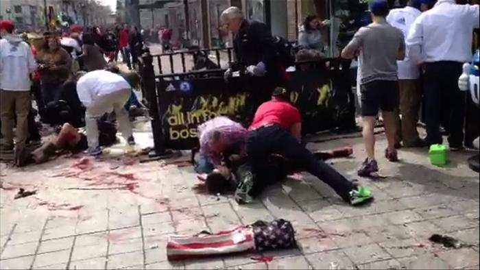 200 160413Terakt 01 - Теракт в Бостоне унёс жизни трёх человек, более 140 ранены