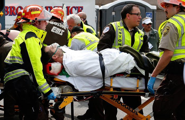 200 160413Terakt 02 - Теракт в Бостоне унёс жизни трёх человек, более 140 ранены