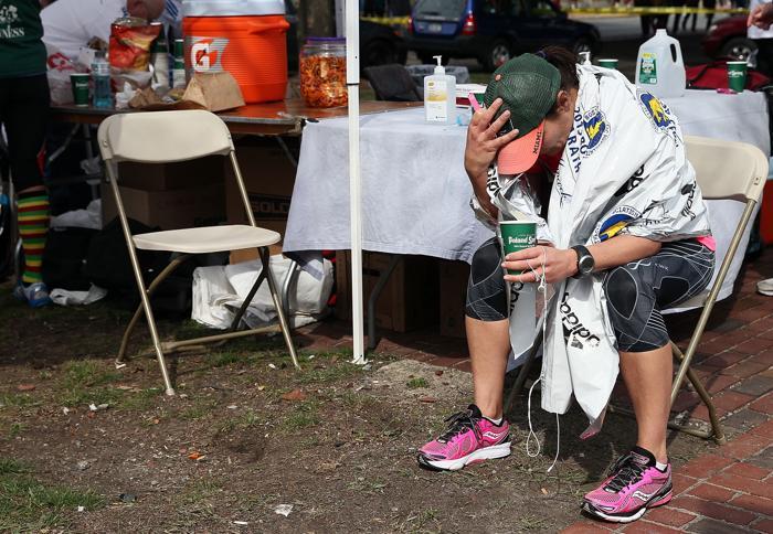 200 160413Terakt 08 - Теракт в Бостоне унёс жизни трёх человек, более 140 ранены