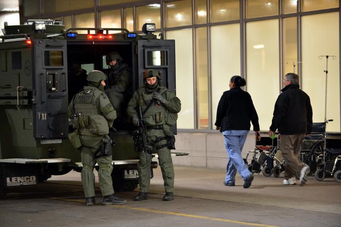 200 160413Terakt 13 - Теракт в Бостоне унёс жизни трёх человек, более 140 ранены