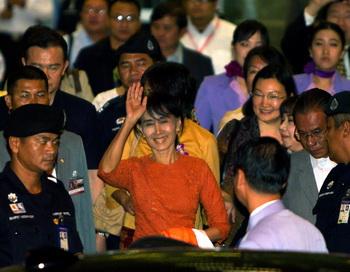 Лидер оппозиции Мьянмы смогла выехать за рубеж впервые за последние 24 года
