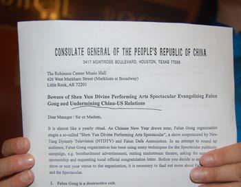 Разоблачение клеветнического письма предварило представление труппы Shen Yun в Хьюстоне