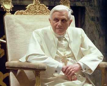 Ватикан опроверг слухи об отставке Папы Римского Бенедикта XVI