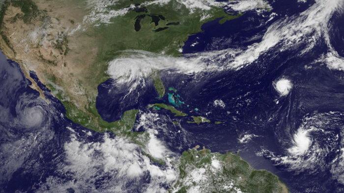 Опустошив побережье, «Исаак» принёс дождь в страдающие от засухи регионы