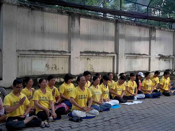 186 241011 viet 2 - Слушание по делу вьетнамцев, которые транслировали радиопрограммы на Китай, отсрочено