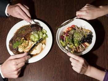 Психология и питание: почему мясоеды не любят вегетарианцев