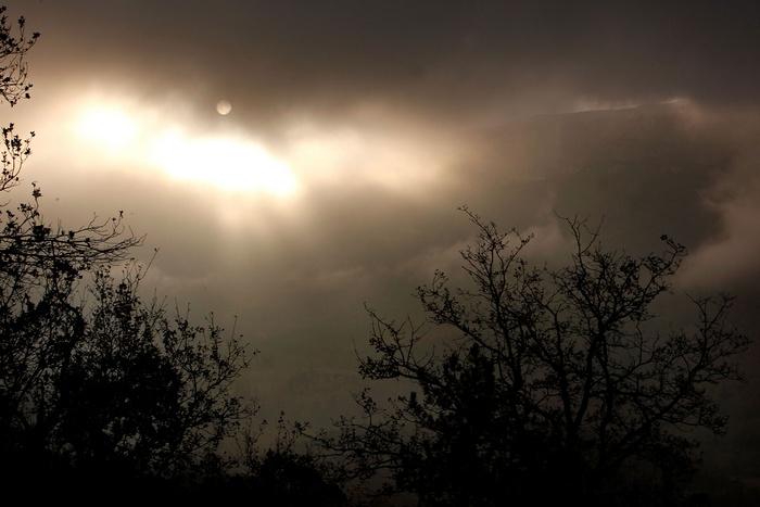 Приверженцы конца света ищут спасения у волшебной горы Бюгараш