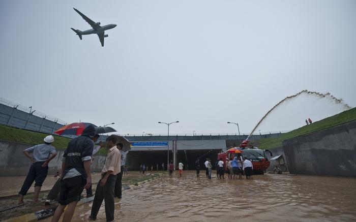 163 New Delhi flood - Аэросъёмки помогут в Индии найти пропавших во время наводнения
