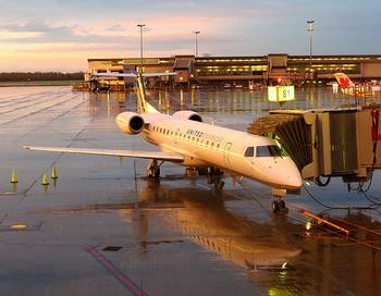 191 ExpressJet 350 - Авиакомпания забыла пассажира в самолёте — он проснулся, а двери закрыты