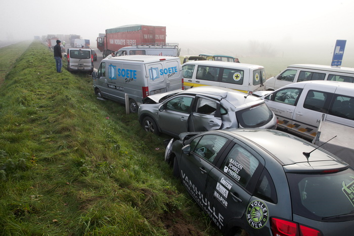 Туман в Бельгии: на шоссе столкнулись десятки автомобилей, около 60 человек ранены