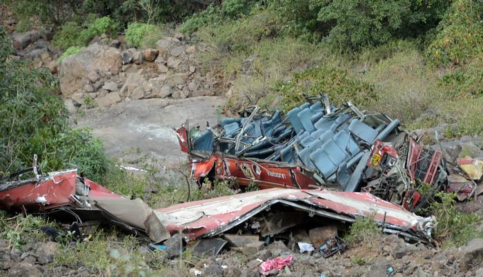 Индия: автобус упал в пропасть, 30 человек погибли