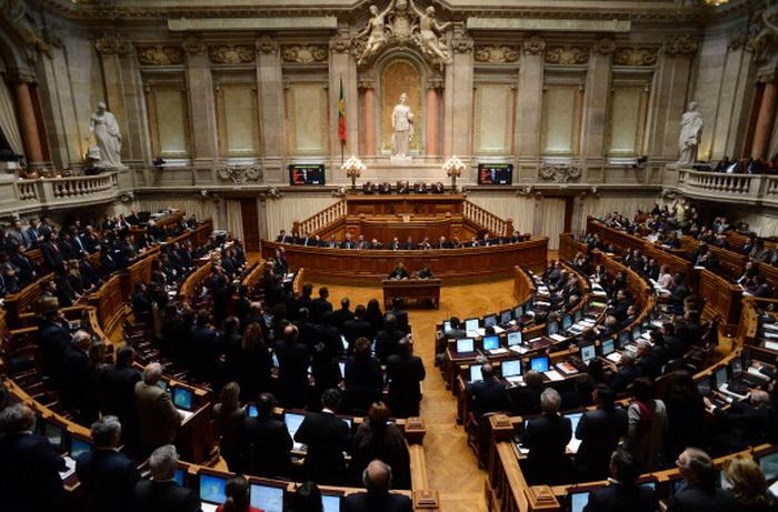 Португалия: парламент одобрил бюджет жёсткой экономии на 2014 год