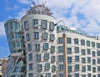 В Праге за 18 млн долларов был продан танцующий дом
