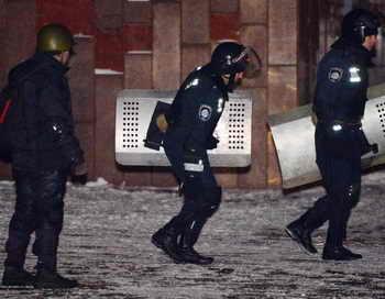 Двое милиционеров пострадали при штурме Украинского дома в Киеве