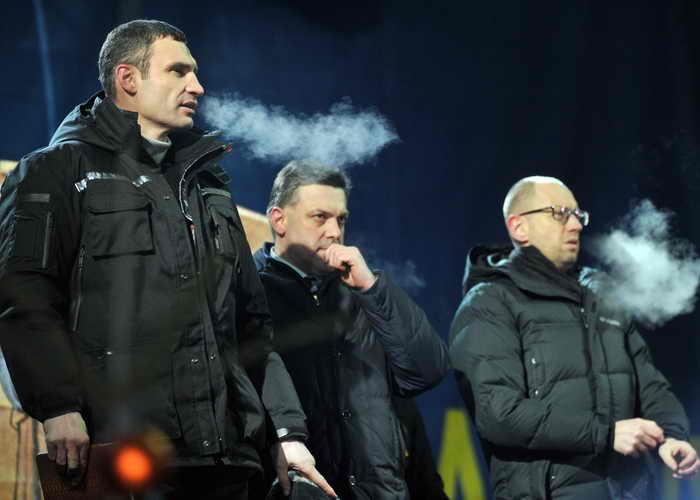 Украина: лидеры оппозиции отказались от высоких должностей