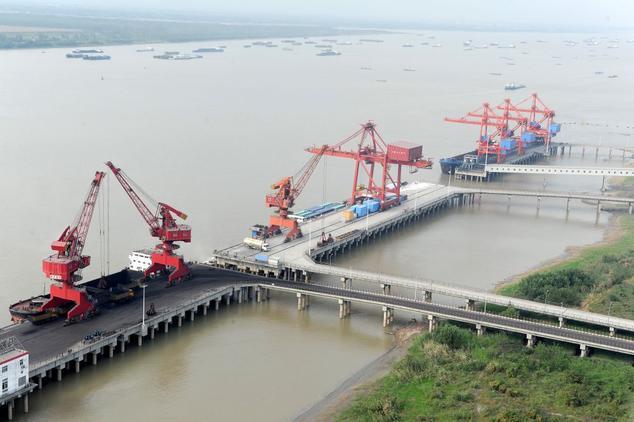 Объём грузоперевозок в Китае снизился в мае 2014 года, по сравнению с маем прошлого года, на 3,07%. Фото: AFP/AFP/Getty Images   Epoch Times Россия
