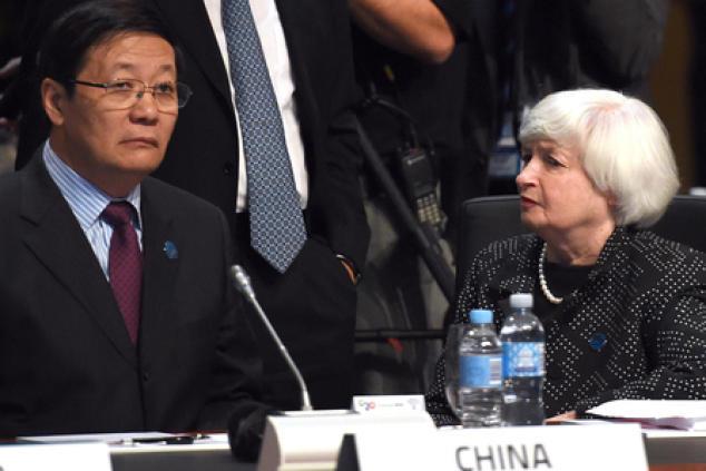 Китайский министр финансов Лу Цзивэй и глава ФРС Джанет Йеллен. Фото: WILLIAM WEST/AFP/Getty Images   Epoch Times Россия