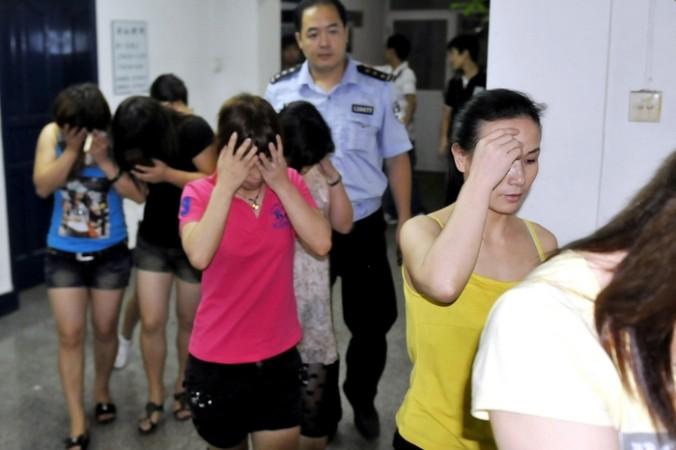 В Китае насчитывается от 4 до 10 миллионов проституток. Фото: STR/AFP/Getty Images   Epoch Times Россия