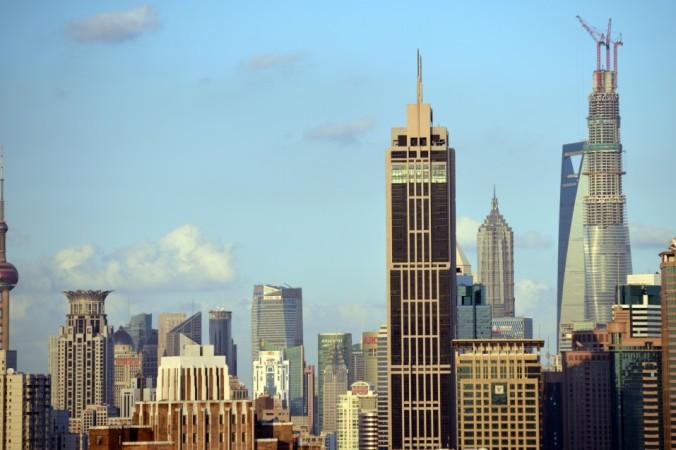 Коммерческая и жилая недвижимость в Шанхае 30 сентября 2013 года. Эксперты всё чаще предупреджают о высоких рисках инвестиций в китайские компании. Фото: Peter Parks/AFP/Getty Images | Epoch Times Россия