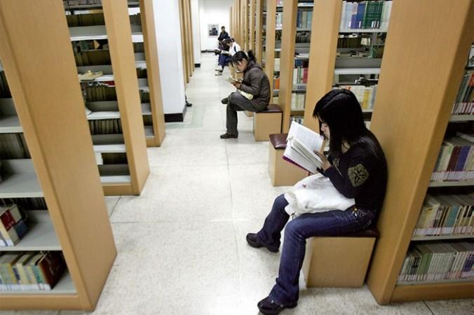 Китайские студенты за границей. Фото: Getty Images   Epoch Times Россия