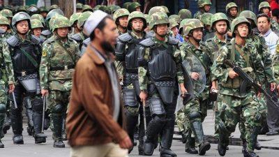 В Синьцзяне смертники атаковали полицию