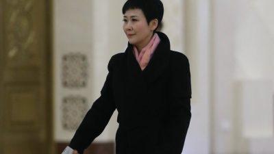 Дочь бывшего китайского премьера понижена в должности