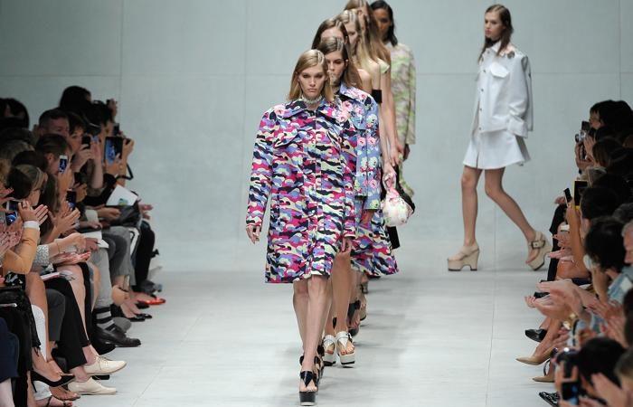 Французский модный бренд Carven представил 26 сентября 2013 года женскую коллекцию весна-лето 2014 на Неделе моды в Париже. Фото: Kristy Sparow/Getty Images | Epoch Times Россия