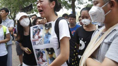Родственники пропавших в порту Тяньцзина пожарных возмущены молчанием властей (видео)