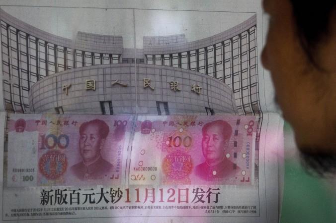 14 августа Китай поднял стоимость юаня по отношению к доллару США на 0,05%, после трёх дней девальвации. Фото: STR/AFP/Getty Images | Epoch Times Россия
