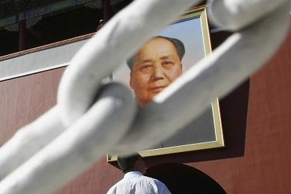 Портрет Мао Цзэдуна на площади Тяньаньмэнь в Пекине. Фото: Photo by China Photos/Getty Images | Epoch Times Россия