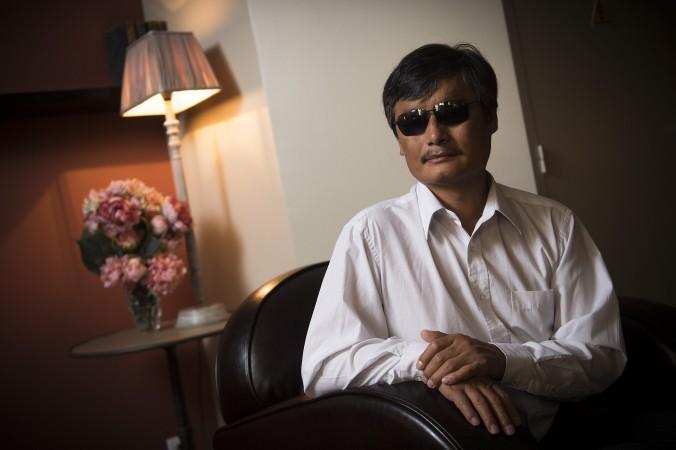 Известный китайский правозащитник Чэнь Гуанчэн в Париже 31 августа 2015 г. Фото: Lionel Bonaventure/AFP/Getty Images | Epoch Times Россия