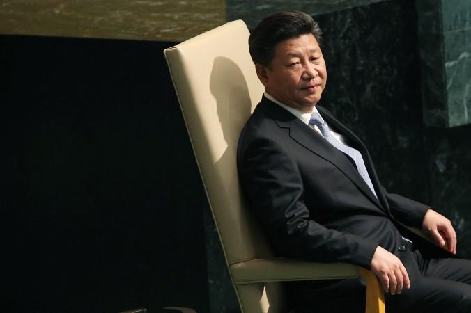 Китайский президент Си Цзиньпин сидит перед выступлением в генеральной ассамблее ООН 28 сентября 2015 г. в Нью-Йорке. Фото: Spencer Platt/Getty Images | Epoch Times Россия